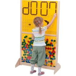 Pared con reloj y Tetris
